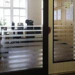 Büro-Sichtschutzbeklebung Glasdekor Mattlglasfolie, Beschriftung, Glasfenster, Werbetechnik