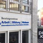 Fassadenschild, Firmenschilder aus 3D-Buchstaben auf transparentem Acrylglas, Werbetechnik