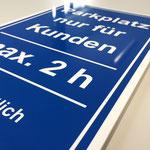 Parkplatzschild aus Acrylglas weiß, Werbetechnik, Schild, Beschilderung