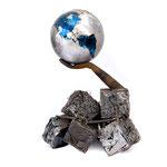 """""""Die Erde liegt in unsrerer Hand"""", Schmiedeeisen und farbiger Edelstahl, 300Kg, verkäuflich"""