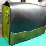 ショルダーバック(黒×グリーン)お千代保稲荷手作り革工房Waioli