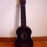Tsunoda Ukulele  (Tokyo Violin Indsutrial Factory) 1959年製