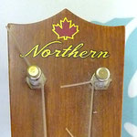 Northern Ukulele  三つ葉楽器製
