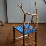 Wildholz-Kinderstuhl aus Birke, Sitzfläche gewebt aus blauem Sitzgurtband, 2016
