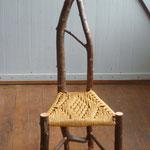 Wildholz-Kinderstuhl aus Obsthölzer, Sitzfläche gewebt aus Papierschnur, 2016
