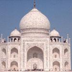 Le mausolée du Taj Mahal a été construit à Agra en Inde au XVIIème s ap J.C. par l'un des descendants de Babur (photo : Phil Servedio, 2004)