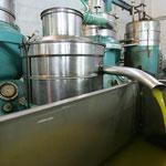 """Am Ende kommt der """"goldene Saft""""  - das HellaSan Olivenöl aus der Presse"""