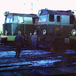 Odstawione w oczekiwaniu na kolejną służbę lokomotywy serii SP45 i SU46 były w połowie lat osiemdziesiątych podstawowym środkiem trakcyjnym MD J.Góra. Ze zbioru S. Kani.