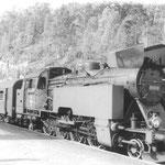 TKt48-18 z pociągiem na linii do Szklarskiej Poręby ok. 1980 ze zb. W.Dąbrowskiego.