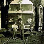 SU46- 037 w lokomotywowni Jelenia Góra -1978r, maszyniści-Banach Roman ( z lewej) Wisniewski Krzysztof ( z prawej), ze zb. R.Banacha