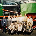 ałoga lokomotywowni na tle wyremontowanej TKt48. Ze zbioru A.Chromika.