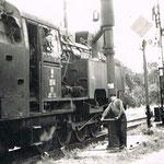 TKt48-66 we Lwówku Śląskim w oknie masz. S.Krysiak około 1970, ze zb. K.Krysiaka