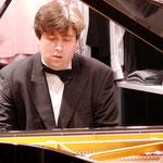Dmitry Onishchenko mit Werken von Busoni, Mendelssohn-Bartholdy, Rachmaninov, Schumann und Tschaikowsky