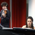 Jason Keramidis (Geige) und Carlota Amado (Piano) in schwierigste Musikliteratur vertieft