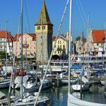 Yachthafen Lindau mit Blick auf das Wellnesshotel Helvetia