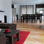 Wohn-Esszimmer mit Schleiblick und reichlich Platz für die grosse Familie