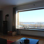 Blick vom Wohn- und Esszimmer auf die Schlei
