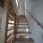 階段室2 1階から2階へ