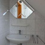 Dusche und Waschbecken 1.Ansicht