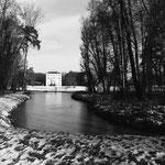 Approche cinétique des bâtiments par le sud et les étangs (4)