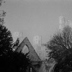 L'abbatiale et, au premier plan, l'église Saint-Pierre, 27 décembre 2002, 9h
