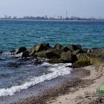 Wellenbrecher am Naturstrand Fehmarnsund