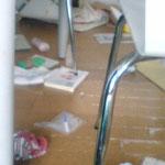 砂子自宅 机の下