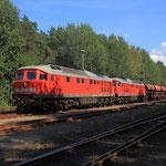 232 529 und 232 668 mit Leerschotterzug in Cunnersdorf