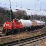 261 065 mit extra viel Gaskesselwagen in Döbeln 2