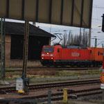 185 mit Containerzug bei der Ankunft in DZW