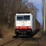 285 108 mit Papierzug bei der Talfahrt auf der Anschlussbahn