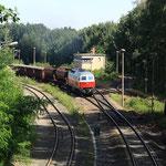 232 401 von EWR mit alten Lüftern  in der Steigung hinter Cunnersdorf