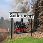 99 1608 mit Sdz anlässlig 100 Jahre Strecke Spechtritz-Dippoldiswalde