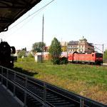 52 8047 und 143 339 im Bahnhof Freiberg