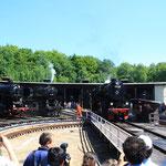 Sicht auf den Lokschuppen (Links 2 52er aus Deutschland)