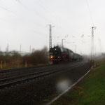 01 509 bei strömenden Regen und Hagel hinter Coswig
