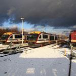 112 331 neben 2 Wintersportzügen der Städtebahn