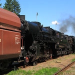 Plandampf mit 4 Dampfloks an zwei aneinandergehängten Plangüterzügen 5
