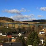 65 1049 mit Sonderzug von Schlettau auf dem Markersbacher Viadukt
