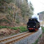65 1049 mit Sonderzug von Chemnitz nach Markersbach kurz vor Scharfenstein