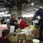 開催中の青果販売ブース2