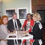 Inge Kreuzer im Gespräch mit Gästen