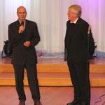 Monsignore Distler (re.) und Pastor Wosylus (FeG) begrüßen die Gäste!
