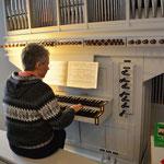 Angela Scharnowski an der Orgel1