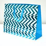 арт. BK1005-B3 Пакет для подарков Абстрактные зигзаги бирюзовый 31*41*13 см. Оптовая цена 75 руб.