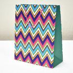 арт. 229-A-WK Пакет для подарков Разноцветный зигзаг на мятном 26*32*12 см. Оптовая цена 45 руб.