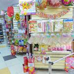 Выставка товаров для предстоящего праздника 8 марта