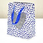 арт. QR029-C1 Пакет для подарков Сердце с блёстками серебро/синий 23*18*10 см. Оптовая цена 45 руб.