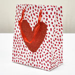 арт. QR029-A1 Пакет для подарков Сердце с блёстками красный 23*18*10 см. Оптовая цена 45 руб.