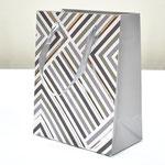 арт. BK1007-C1 Пакет для подарков Геометрия линий серебро 23*18*10 см. Оптовая цена 45 руб.